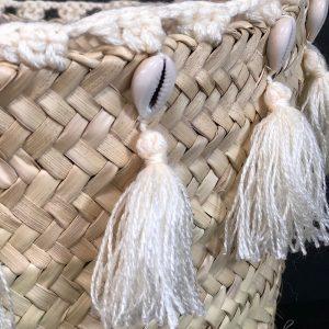 Panier coquillage et pompons écrus - 2 tailles